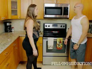 [taboo passions] madisin lee 在 cooking 为 继母