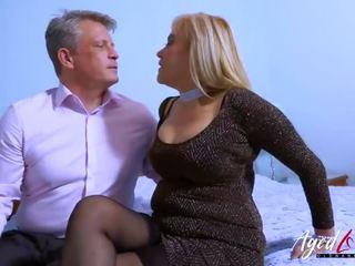 Agedlove rondborstig blondine neuken bussinesman hard