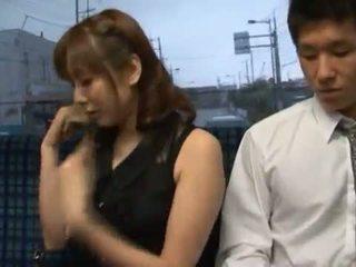 Yuma asami appreciates μερικοί χοντρός/ή core κατασκευή αγάπη σε ένα δημόσιο λεωφορείο