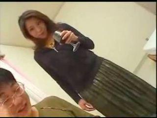Japonské mama teaches syn english