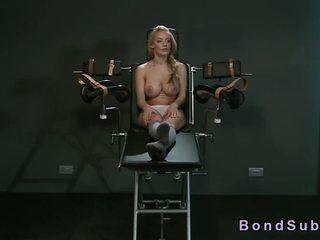 Strapped uz gyno krēsls krūtainas skaistule vibed