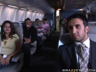 Гаряча дівчинки having секс в a airplane xxx