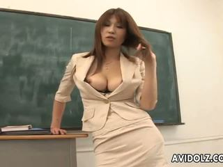 Heet rondborstig ai kurosawa vies leraar met reusachtig