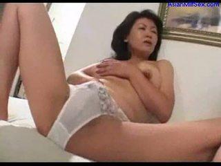 Milf masturboimassa päällä the sänky nykiminen pois nuori guy kukko kumulat