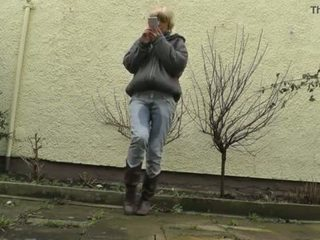Hd desperately waiting con completo bladder, jeans wetting