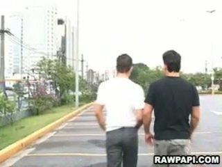 Latino gay barebacking con grande muscoloso uomo