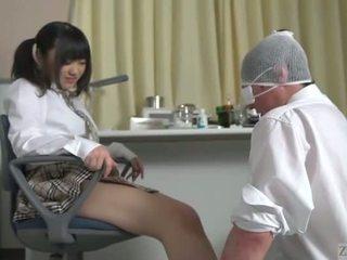 Subtitled japonsko šolarka facesitting salvation