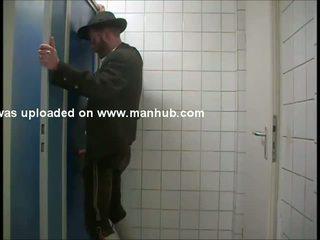 En bavarian gets serviced