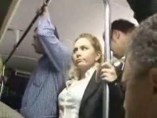 เซ็กซี่ บลอนด์ หญิง วิปริต ที่ รถบัส