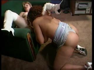 หัวนม พระราชินี kira loves strapping มัน บน บลอนด์