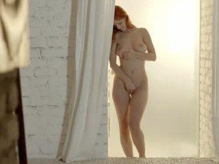 Unbeliveably rinnakas punapea undress