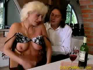 E çmendur i vjetër mami gets derdhje seks