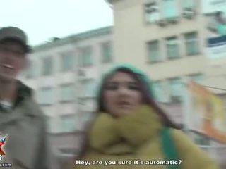 Apreibtas koledža meitenes mēģināt ārā strap-on sekss video