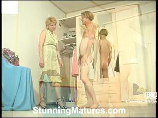 Christina dan tobias keriting mama dalam tindakan