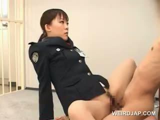 Pārdabiskas aziāti sekss ar karstās policija sieviete jāšanās a male