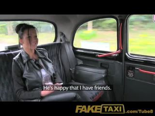 Faketaxi ik sperma in haar bips in de terug van mijn taxi