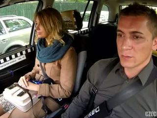 Loira dando pro taxista