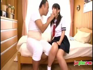 Japonsko innocent šolarka seduced s old grdo stric