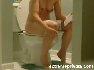 Spion camera mijn 38 years mam op de toilet video-