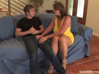 Slutty 媽媽我喜歡操 hoe shags 同 她的 年輕 lover