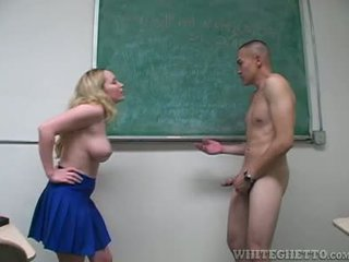 Aiden starr takes ध्यान की 2 perverts में उसकी स्कूल क्लासरूम