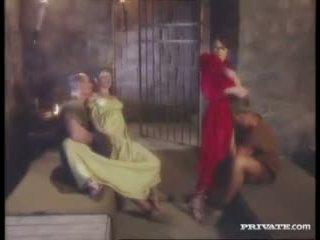 Cleare dan jyulia, dp pesta seks berkumpulan dengan yang gladiators dalam yang sel