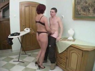 Roscata milf gets anal de la o tineri om pe the stairs