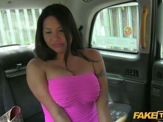 Gyzykly candi shows her süýji emjekler for a mugt ride