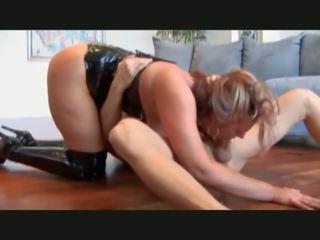 Kuce uz melnas zābaki gets ridden grūti, porno 65