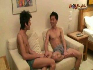 Thai heteroseksueel fellow gets seduced door two geil binken