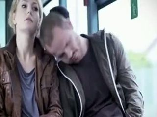 Martina hill - คนโง่ หมู่ ใน รถบัส