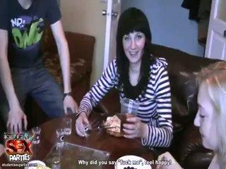 סקסי בנות למצוץ prick ו - bump ב the מסיבה