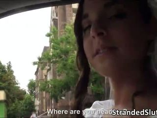 Seksualu brunetė ir krūtinga paauglys amira adara gets rescued iki a stranger nuo being lost