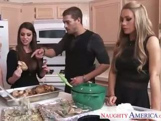 חם cuties brooklyn chase, nicole aniston ו - קיץ brielle gets nailed