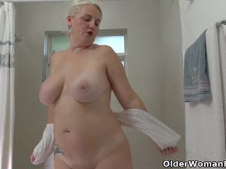 Florida mammīte anna moore loves taking a karstās duša: porno 04