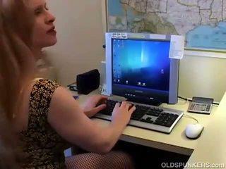 Sekss uz tīkliņzeķes zeķe