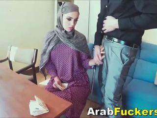 Arab dievča hľadáte pre práce okašľané do jebanie