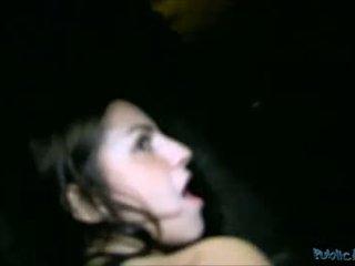 Chick bedrogen in neuken op halloween