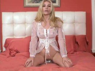 Heather vandeven feels burning karstās kails par gulta par kaut kas nejaukas