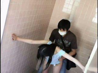 Підліток molested по pervert на schooltoilet