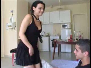 Il prend la fille par překvapení et ejacule dans sa chatte