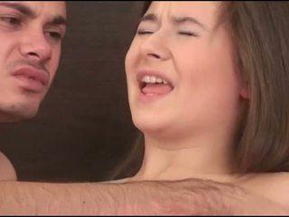Virgin момиче sucks а хуй
