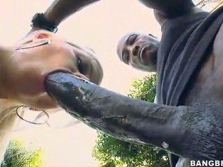 Blond mieze takes ein 12 inch schwanz nach oben sie arsch!