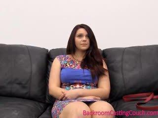 Seksualinis psychology 101 - perklausa sofa lesson su painal