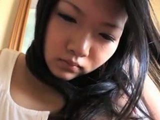 Innocent aasialaiset vauva kanssa mega tiainen