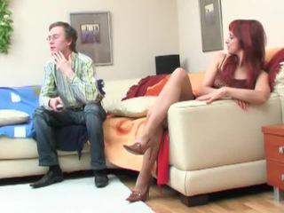 Nerd seduced על ידי redheaded אמא שאני אוהב לדפוק