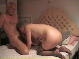 Vecmāte milks viņai vīrs dzimumloceklis video