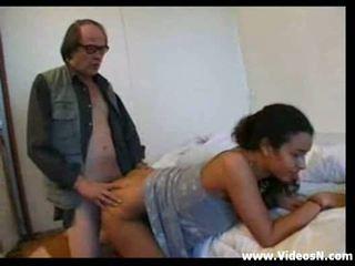 Arab tyttö kanssa vanha mies
