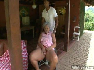 sexo ao ar livre, masturbando, velho