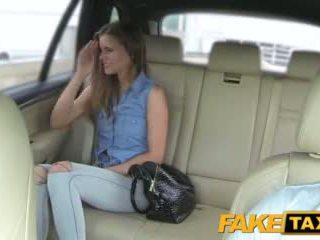 Faketaxi 女士 wants 到 看 drivers 大 公鸡